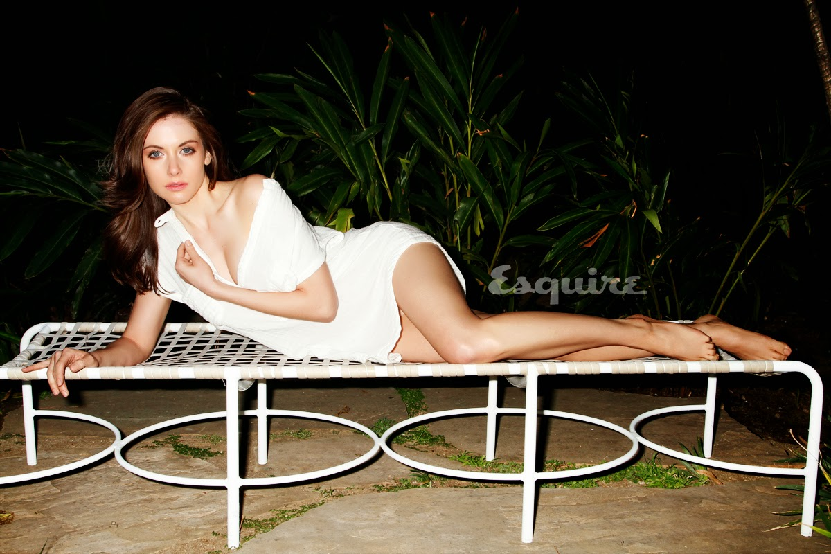 Hot pic of leggy celeb Alison Brie