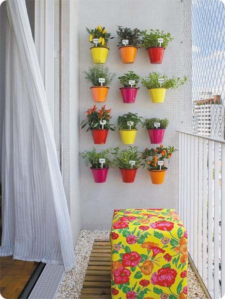horta e jardim vertical : horta e jardim vertical:Apartment Balcony Herb Garden