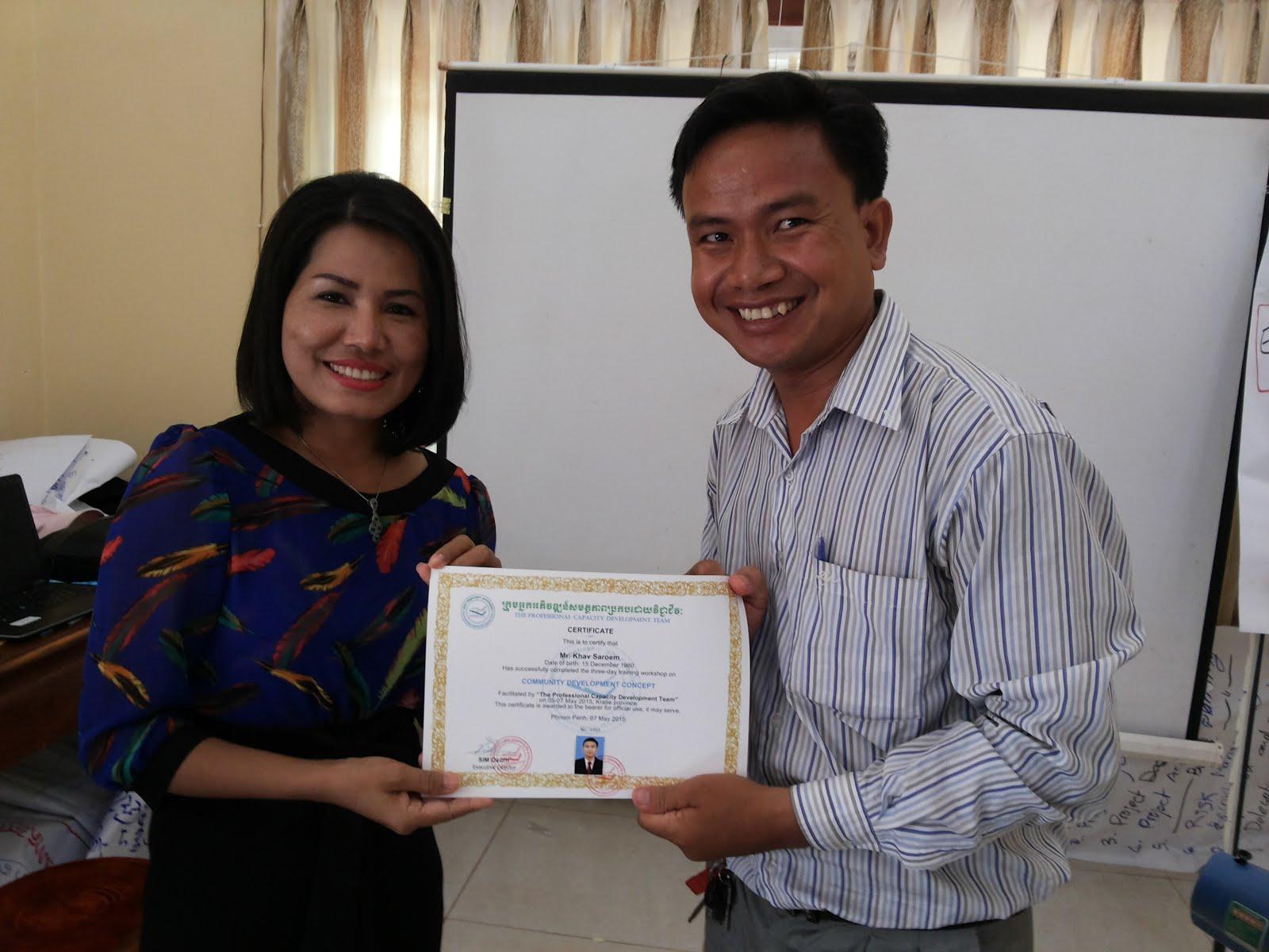 Certificate distribution to Samaritan's Purse Employee