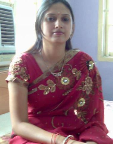Hot Indian dESI Girls Hot picture with hot saree indianudesi.com