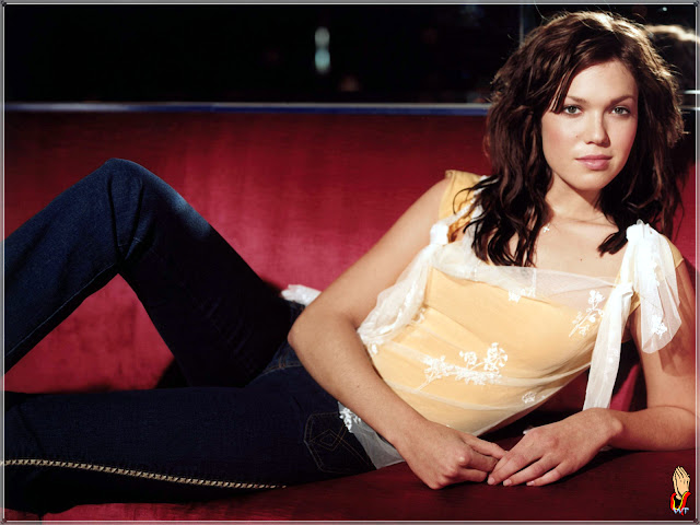 Celeb singer Mandy Moore hot hairstyles photo gallery