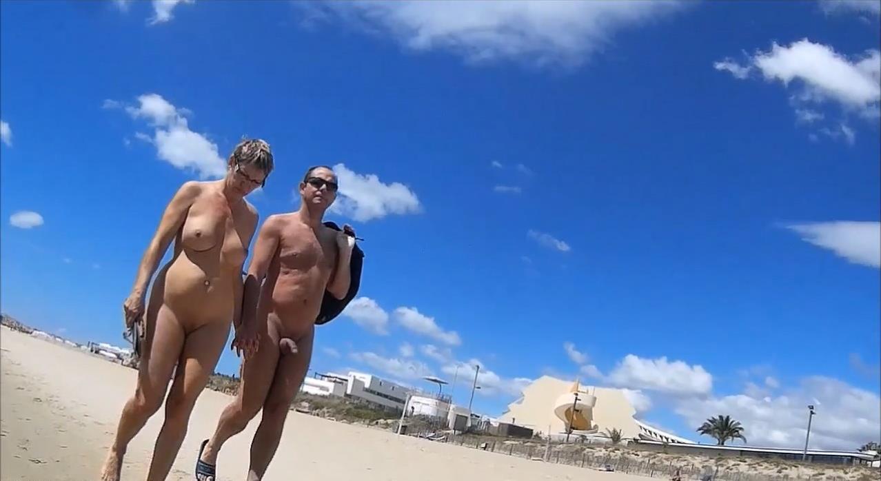 Voyeur Zone: Nude beach delights