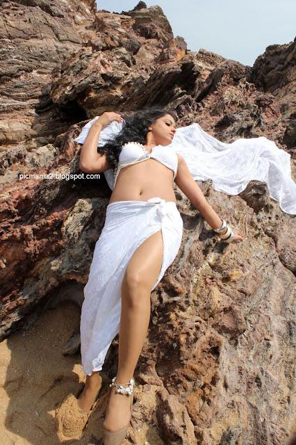 Rachana Maurya Spicy aunty bikini