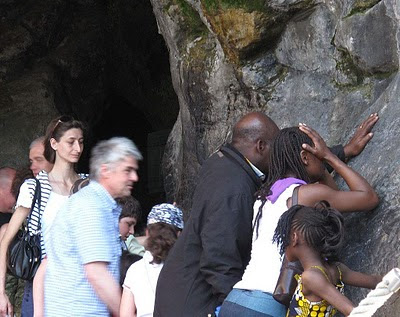 Lourdes: o mundo inteiro geme nas trevas e na dor como o filho pródigo