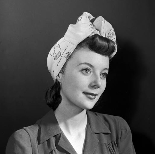 Classic 1940s Hair #scarf #1940s #40s #hair #style