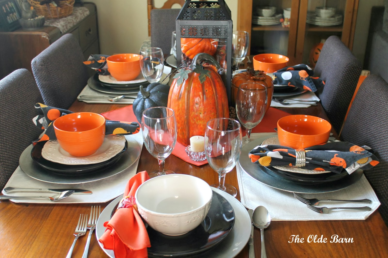 Halloween tablescapes - I Challenged Myself To Put Together A Unique Halloween Tablescape On A Budget First I Shopped At Home Then I Shopped At The Dollar Tree