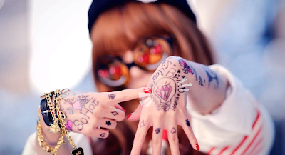 Hyuna Ice Cream diamond ring so bling bling hand