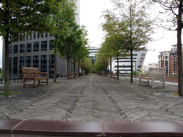 Benches, Faubourg de l'Arche, Courbevoie, La Défense