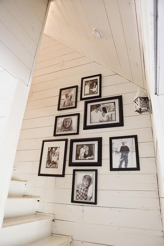 domek na wsi, domek wiejski, białe wnętrza, dom, wystrój wnętrz, schody, galeria