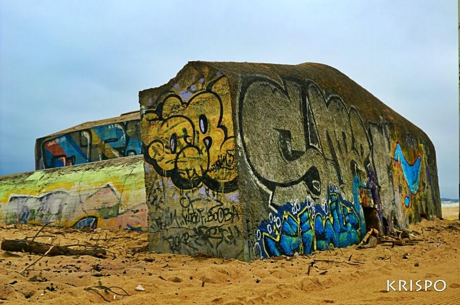 graffiti pintado en bunker semienterrado