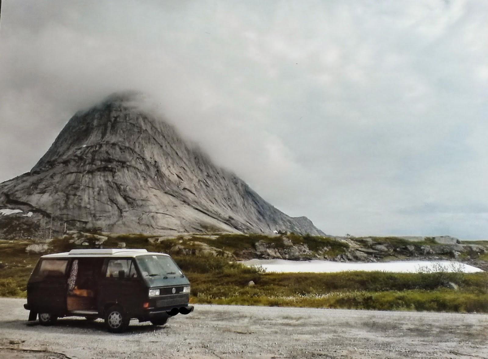 Im Zelt Von Einem Der Auszog Um Draußen Zu Schlafen : Auf trallafitti mit dem auto