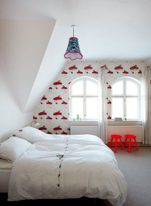 light house with bright furniture and accents 7 ไอเดียการตกแต่งบ้านหวานๆจากเดนมาร์ก