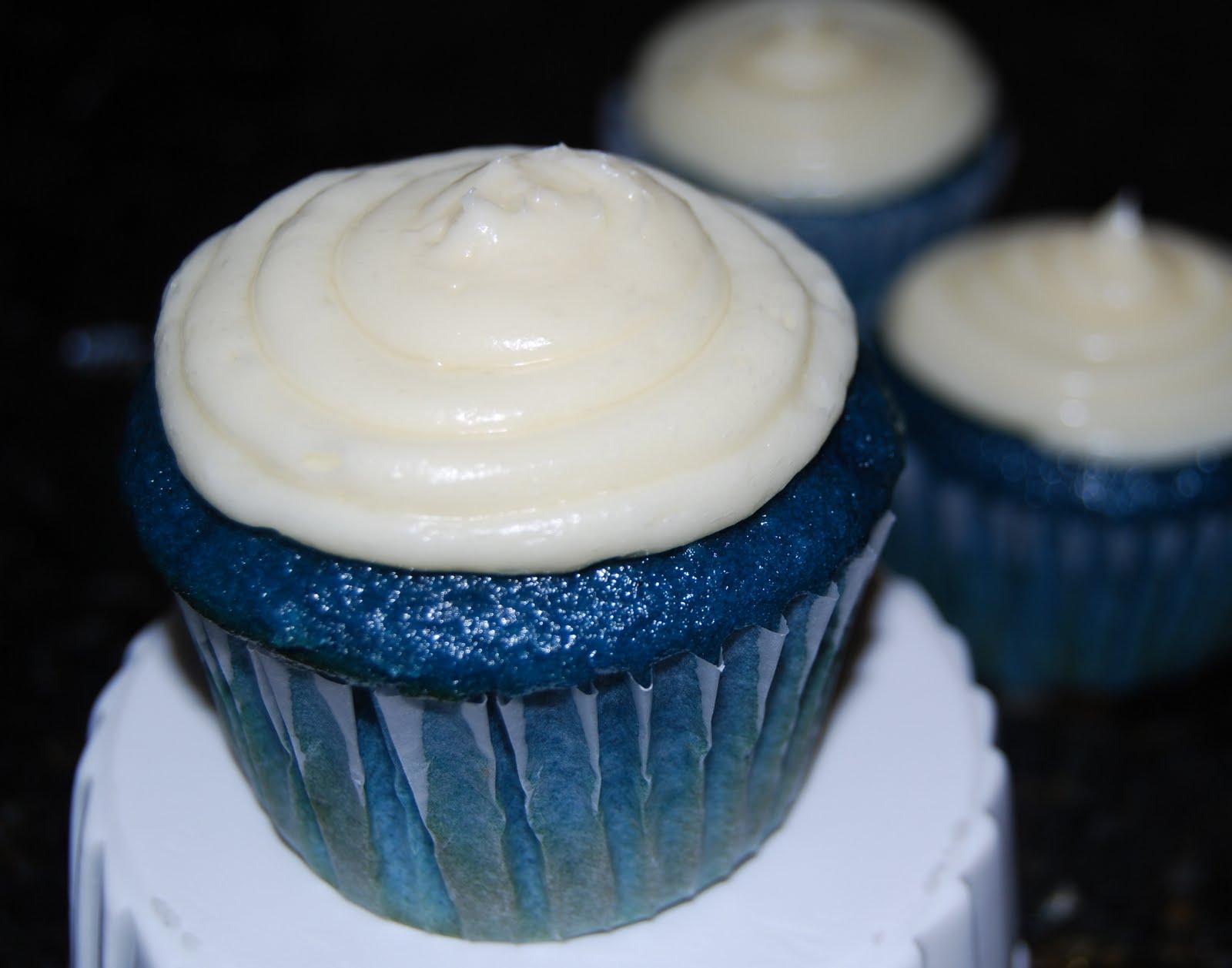 Images Of Blue Velvet Cake : Juneberry Lane: Superbowl Showdown: Blue Velvet Cupcakes ...