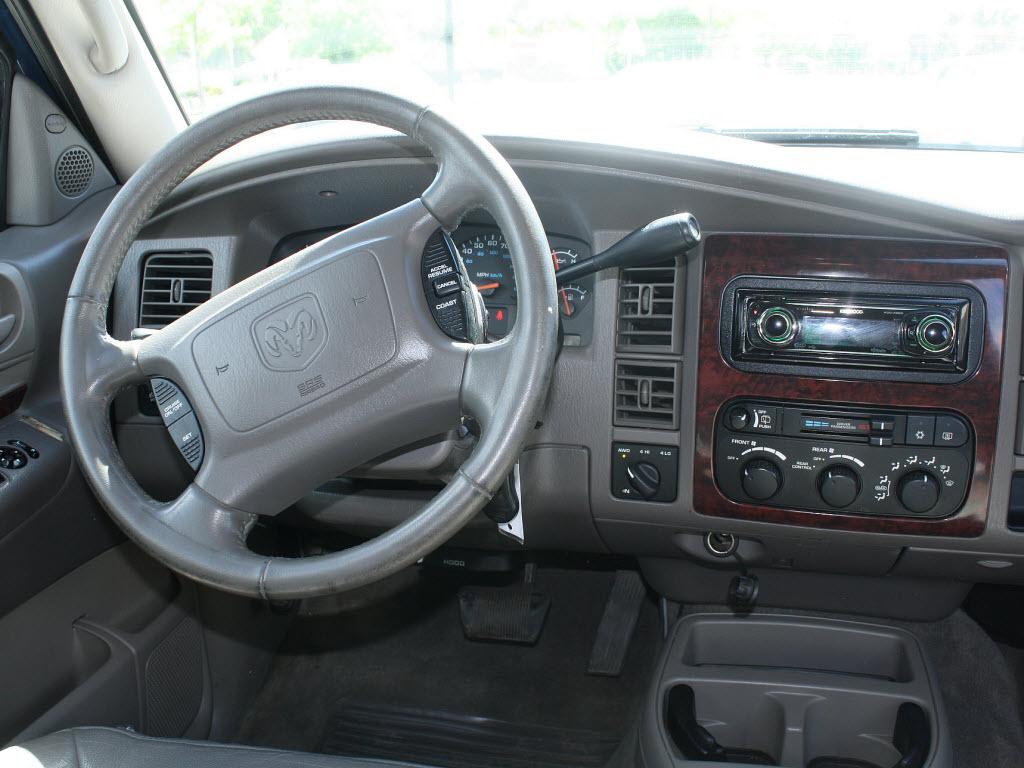 King Credit Auto Sales: 2001 Dodge Durango SLT