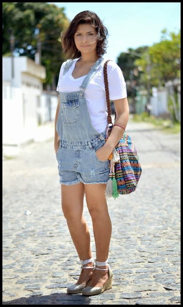 jardineira-macacao-macaquinho-camiseta-branca