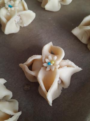 Hindistan cevizili bademli çiçek  kurabiye