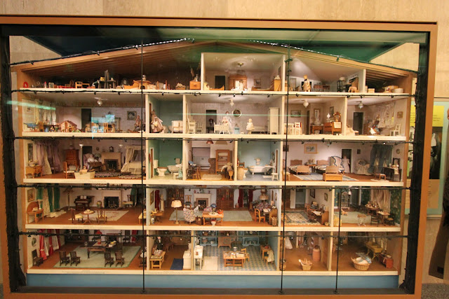 The largest Doll's house collected by Faith Bradford (1880-1970) can be seen at National Museum of American History in Washington DC, USA