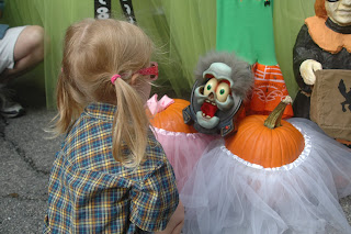 Child Trick or Treating Boo at the Zoo Logo
