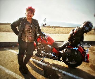 biker-chick-leather-jacket-motorcycle