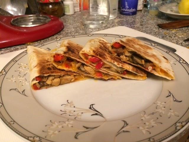 Кесадилья с курицей, грибами и овощами + сумасшедшая томатная сальса своими руками