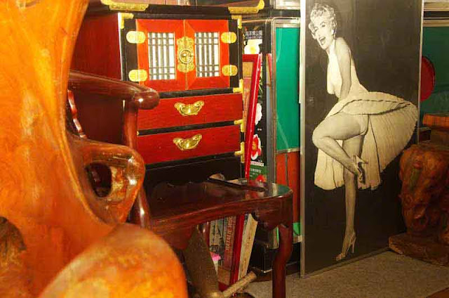 Marilyn Monroe poster,antiques