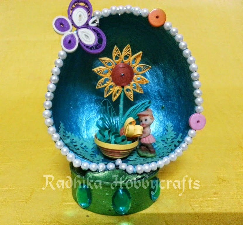 http://radhika-hobbycrafts.blogspot.in/2014/10/quilled-flower-pot-in-coconut-shell.html