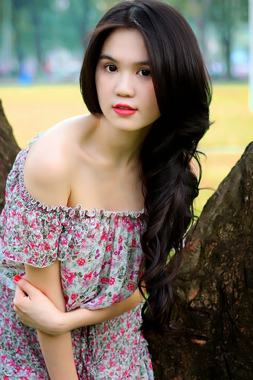 The sunny summer of Ngoc Trinh Vietnamese model