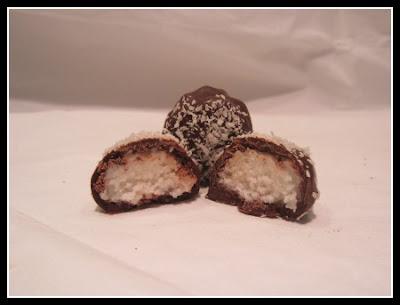 praline al cocco ricoperte di cioccolato (clicca e condividi)