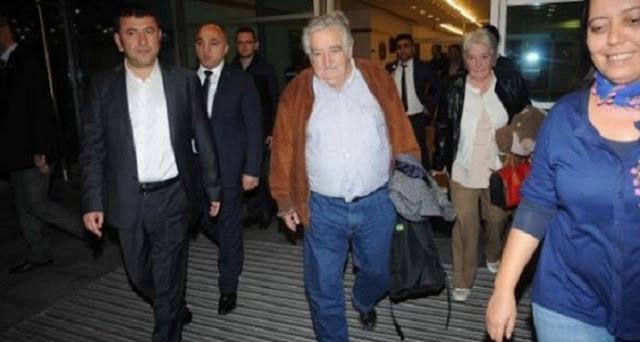 أفقر رئيس عرفه العالم يصل الى تركيا و ينزل في فندق 3 نجوم باسطنبول.. والفولكسفاغن رفيقة دربه
