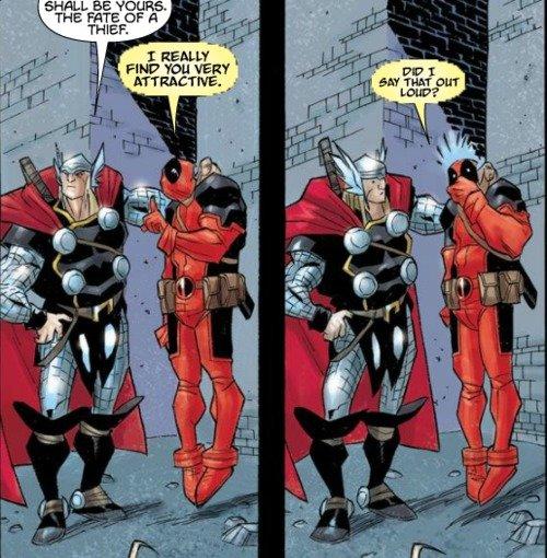 Na imagem: Dois quadros de HQ. No primeiro Thor está segurando Deadpool no alto pelo cangote. Thor diz: Deve ser seu o futuro de um ladrão! Deadpool responde: Eu realmente acho você atraente. No segundo estão na mesma posição, dessa vez Thor está olhando para o Deadpool assustado e Deadpool está com uma mão sobre a boca em choque. Deadpool diz: Eu disse isso em voz alta?