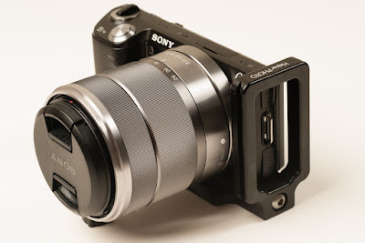 Hejnar PHOTO SN-5N Mod L Bracket on SONY NEX-5N front view