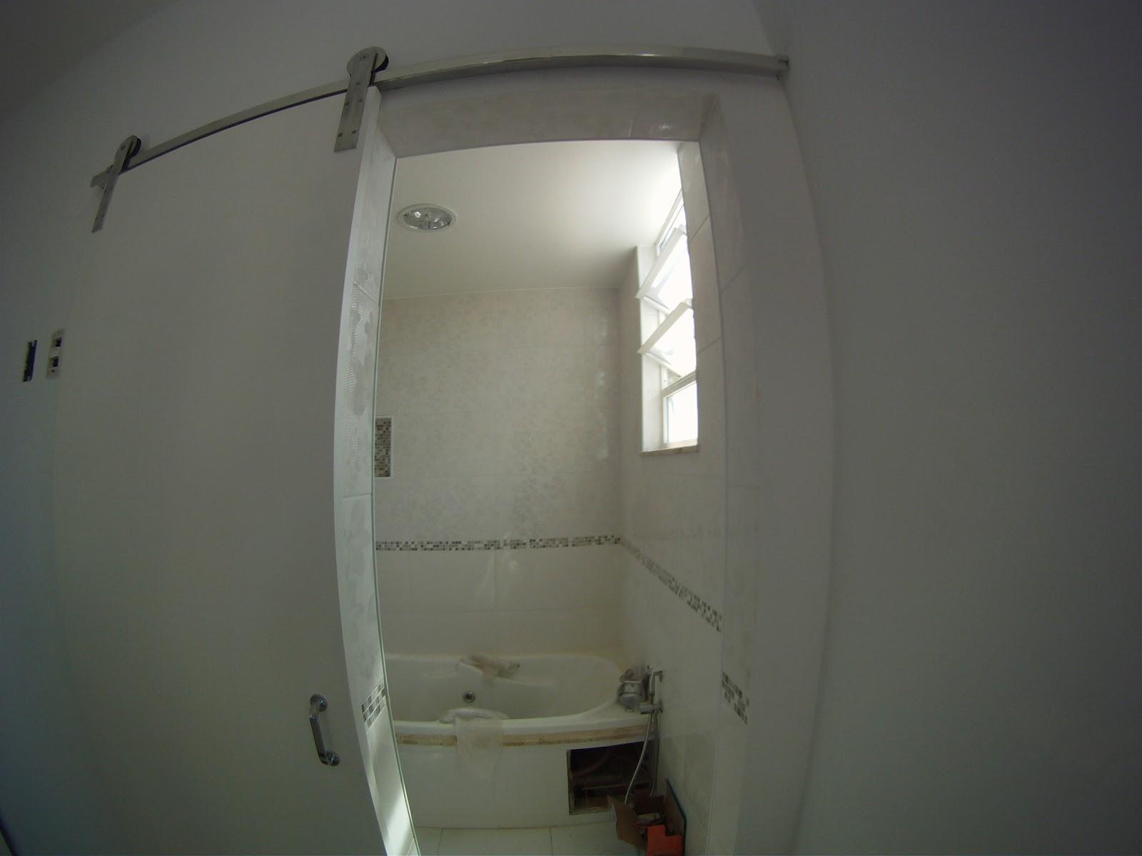 Banheiro da Suíte : Tembém praticamente pronto! Falta o blindex  #71715A 1600x1200 Armario Banheiro Blindex