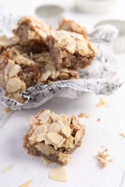 almond pecan bites
