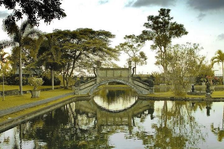 taman kerajaan di karangasem