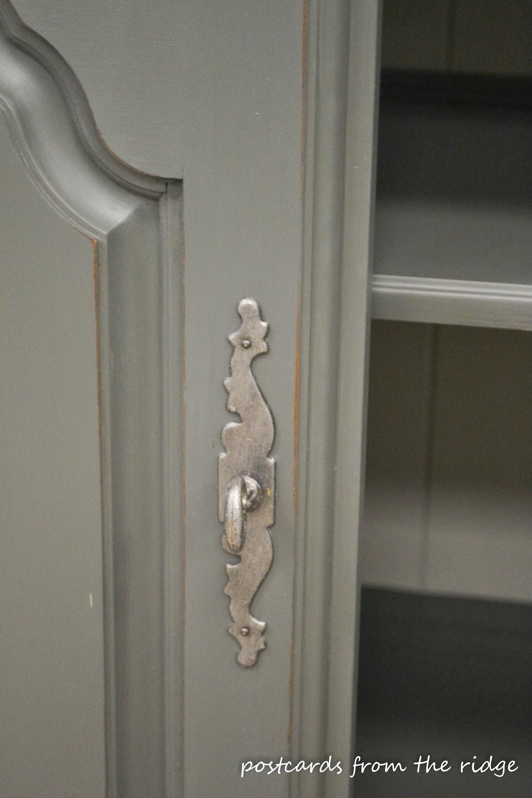 Corner cabinet painted in Benjamin Moore Ashwood Moss  #modernmasters #paintedfurniture #cornercabinet #benjaminmoore #ashwoodmoss