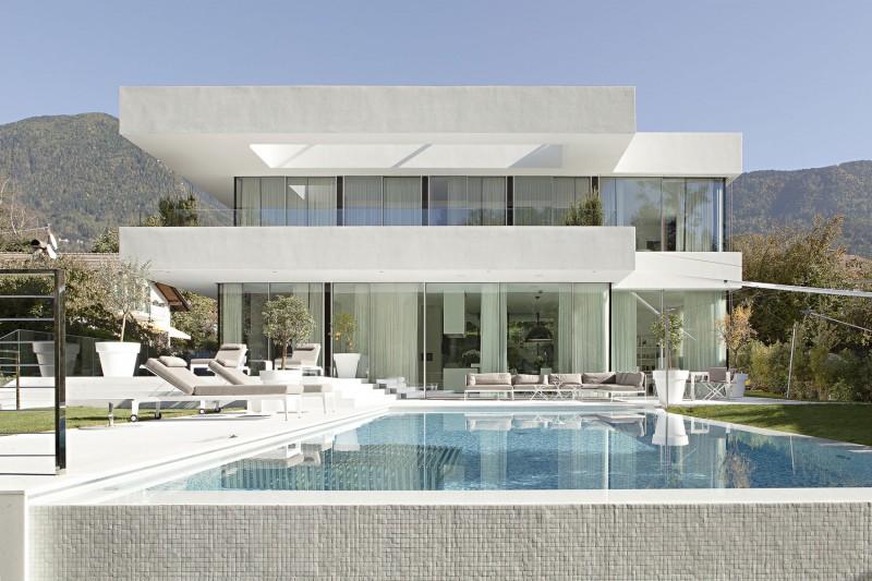 Casa con un Diseño que se Esforzó por Combinar a la Perfección los Espacios  Interiores y Exteriores