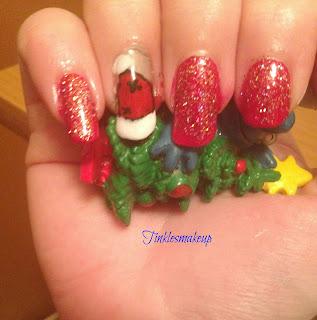 santa_hat_nail_art