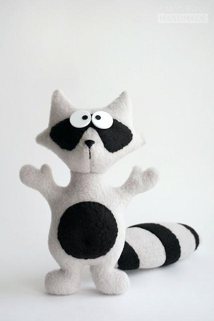 Маленький енотик - мягкая игрушка из флиса.