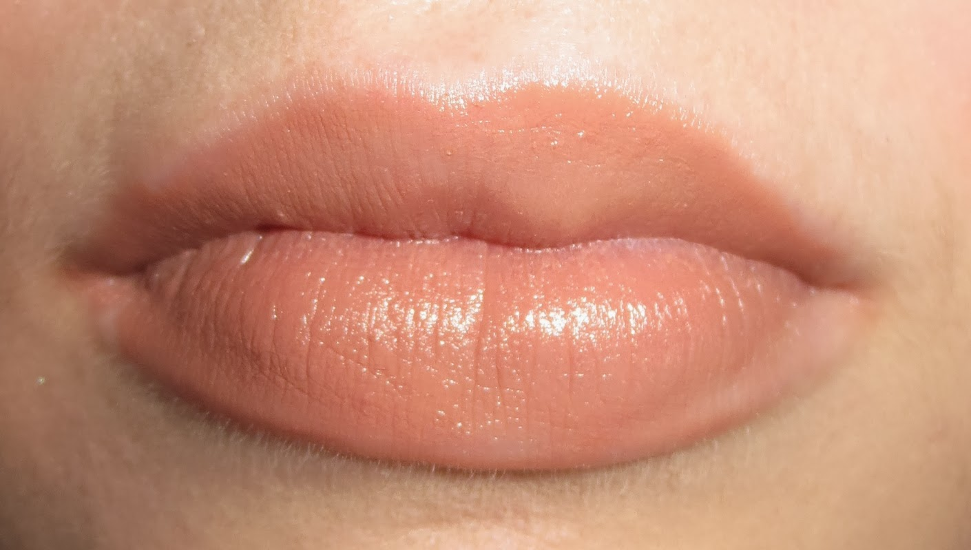 Maybelline Color Sensational The Buffs in Truffle Tease on lips