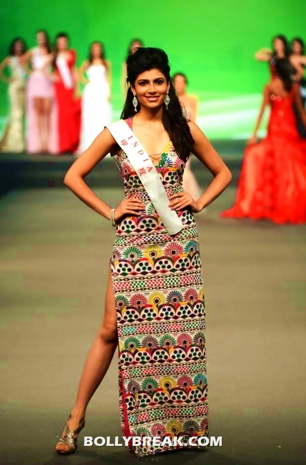 Vanya in Malini Ramani at Miss World Fashion Designer - (6) -  Vanya Mishra Miss World 2012 Pics rom China