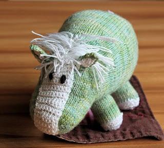 Вязаные игрушки. Зеленый пони