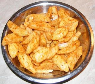 preparare mancare de cartofi la cuptor cu ulei de masline si rozmarin reteta de post, cum facem cartofi copti la cuptor cu multe mirodenii foarte gustosi, preparare mancaruri de post gustoase, retete culinare de post,