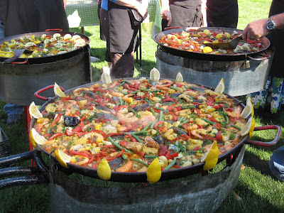 decorating a paella