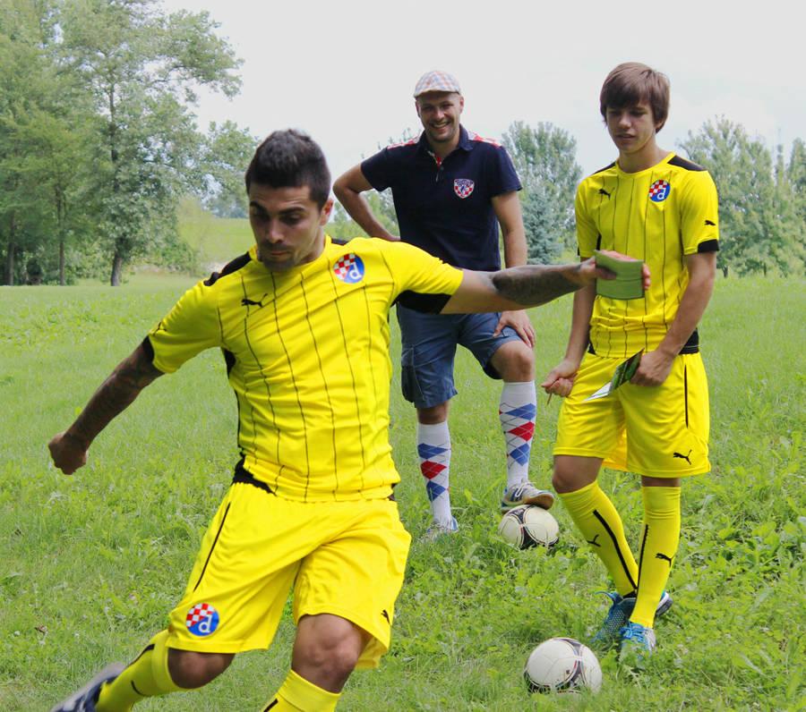 http://3.bp.blogspot.com/-RlRkBX4u5Q8/U-DTy1_WdTI/AAAAAAAAZG8/HPY4a_81r5s/s1600/Dinamo-Zagreb-14-15-Away-Kit+(2).jpg