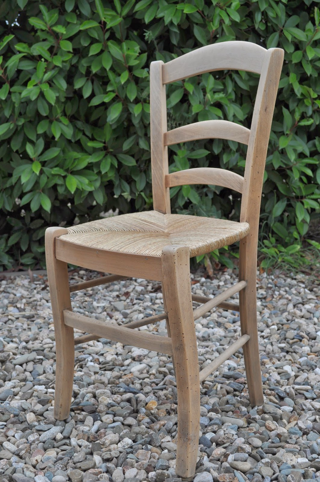 Bois et patines nathalie madrenes chaise paysanne patinee for Chaise paysanne blanche