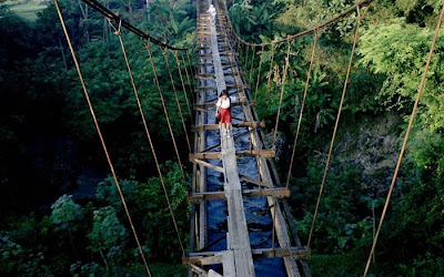 A school child crosses ane aqueduct that separates Suro Village and Plempungan Village in Java, Indonesia.The children decided to use the aqueduct on their journey to school as a shortcut, even though it wasn't made for people to walk on...Picture: Panjalu Images / Barcroft Media