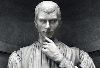 Estatua de Nicolás Maquiavelo autor el principe