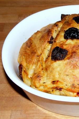 http://minimanlife.blogspot.com/2013/01/chleb-z-suszonymi-pomidorkami.html