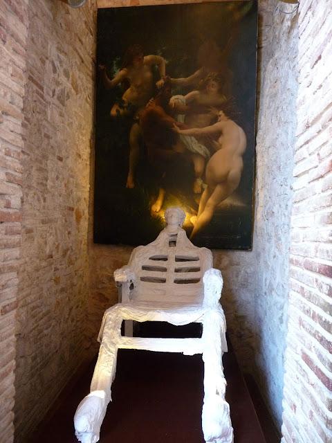 Экспонат музея-театра Сальвадора Дал
