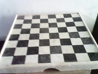 "<img src=""papan catur marmer.jpg"" alt=""papan catur marmer tulungagung"">"